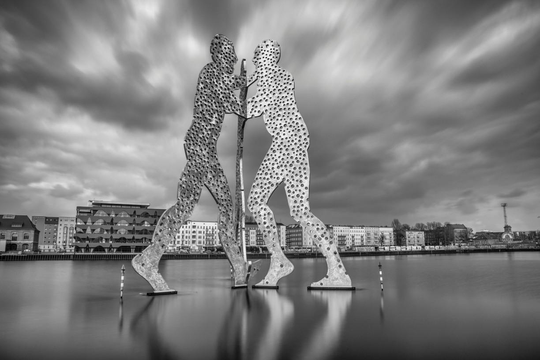 Drei-Personen-Skulptur, in der Spree